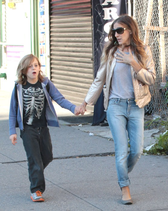 Sarah Jessica Parker takes her children James, Marion and Tabitha to school on September 25, 2012 in New York City