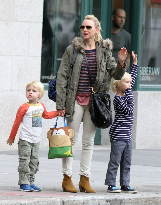 Naomi Watts: Big Apple Cab Hailer