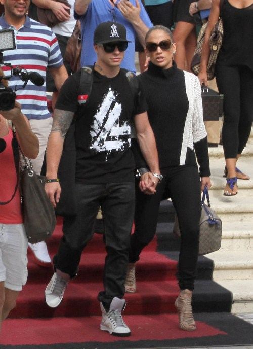 Jennifer Lopez, along with boyfriend Casper Smart and kids Emme and Maximilian Anthony were seen vacationing in Miami, Florida on August 31, 2012.
