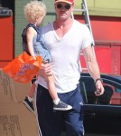 Eric Dane takes his daughter Billie shopping at Puzzle Zoo in West Hollywood, California on October 3rd, 2012.