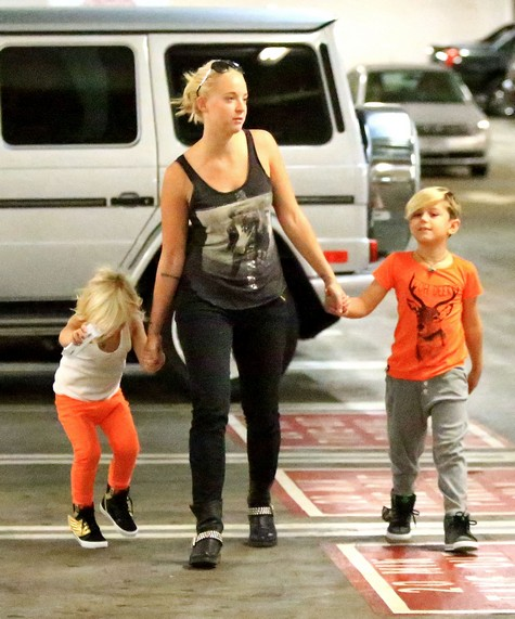 Kingston & Zuma Rossdale Go Shopping At Target (Photos)