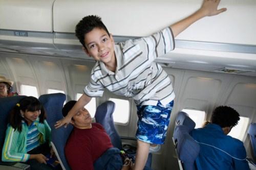 kids on planes (500 x 333)