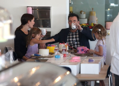 The Affleck-Garner Family Get Crafty With Cakes