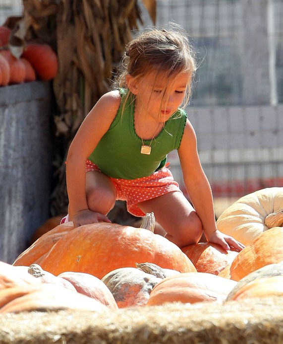 Jennifer Garner takes her daughter Seraphina to a farm in Ventura, California on October 18, 2012. The pair rode in a wagon train, shopped for some vegetables, picked out a pumpkin and Seraphina got to ride a pony.