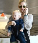 Kate Hudson arrives at Roissy Airport with her kids Bingham and Ryder on October 18, 2012 in Paris, France.