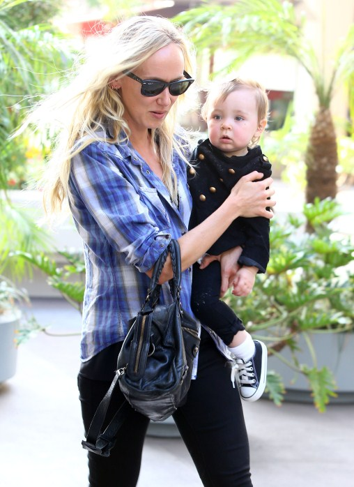 Kimberly Stewart Enjoys Lunch Date With Her Little Tot
