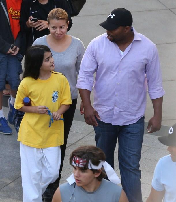 Filhos de Michael Jackson, Prince e Blanket são vistos deixando uma aula de caratê em Encino antes de ir a um shopping para fazer compras e, em seguida, pegar um filme em Beverly Hills, Califórnia, em 7 de outubro de 2012.