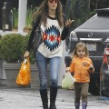 Alessandra Ambrosio and Daughter Anja Grab A Snack