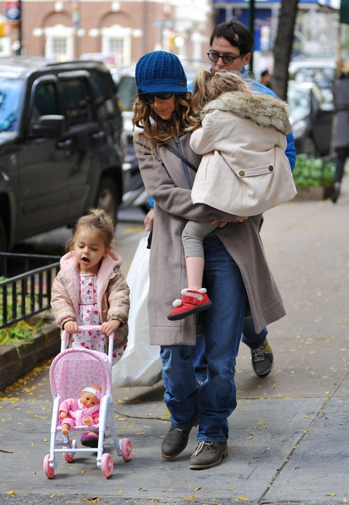 Sarah Jessica Parker and Matthew Broderick Take A Walk in NYC With Their Daughters
