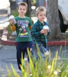 Semi-Exclusive... Britney Spears Takes Her Boys Shopping