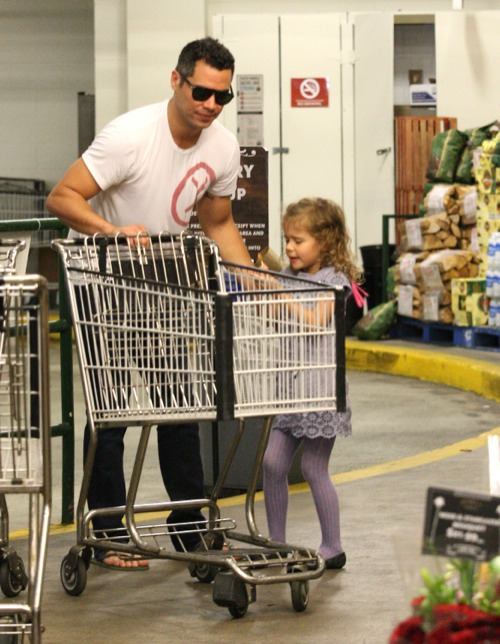 Cash Warren & Honor Bond Over Groceries