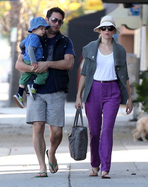 Exclusive... Elizabeth Banks And Family Out For Breakfast
