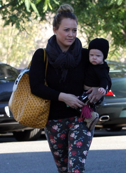 Hilary Duff Sunday Shops With Luca