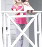 Jennifer Garner Hanging Out With Her Kids On The Porch