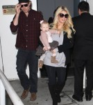 A Pregnant Jessica Simpson Arriving On A Flight At LAX With Her Family