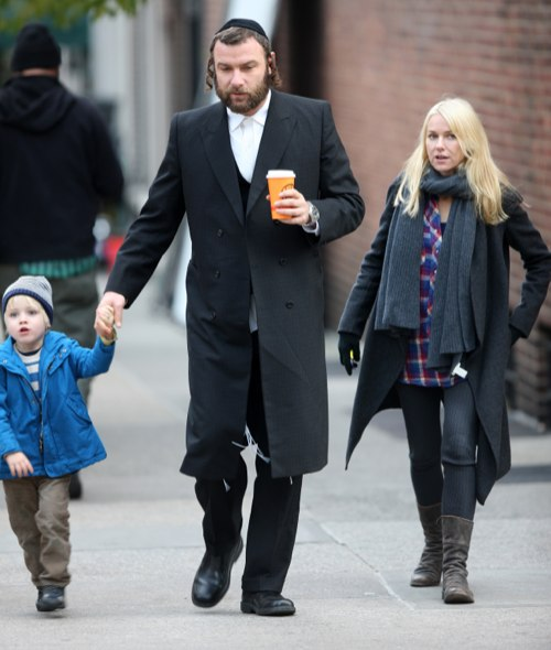 Liev Schreiber's Family Visit Him On Set