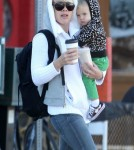 Exclusive... Pink Grabs Breakfast With Baby Daughter Willow Hart