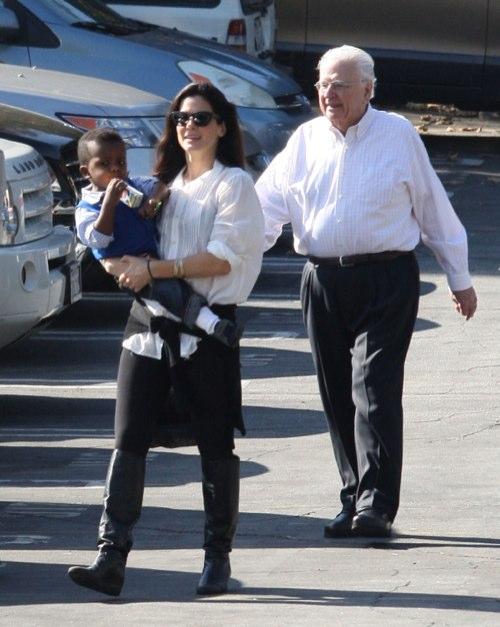 Sandra Bullock & Louis Celebrates Thanksgiving Early