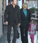 Ben Affleck Takes His Mom & Daughter To Breakfast