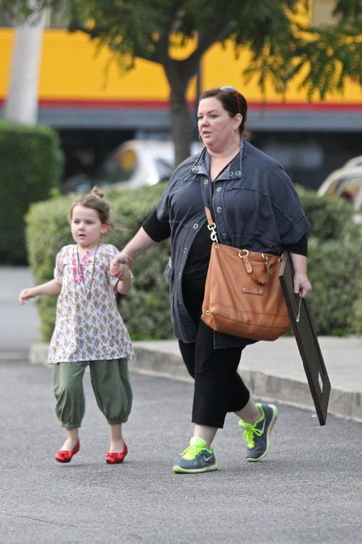 Melissa McCarthy & Vivian Do Some Christmas Shopping