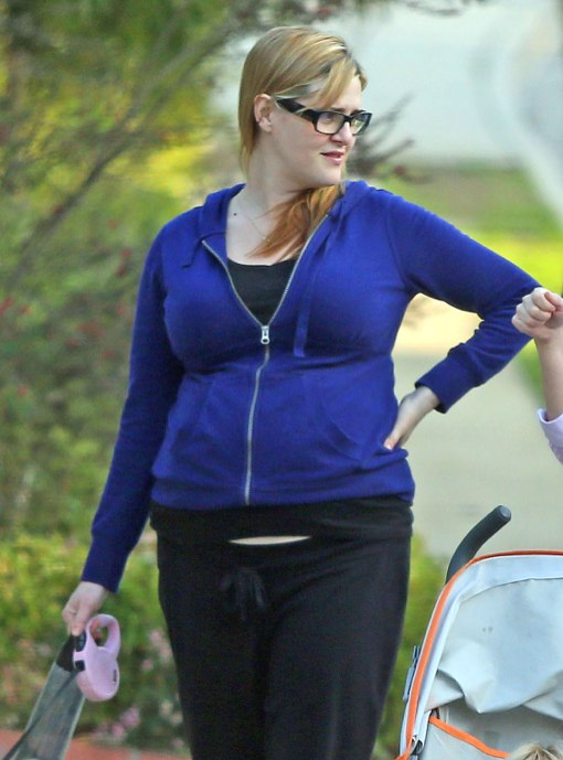 Sara Rue Takes a Pregnant Walk With Her Little Dog