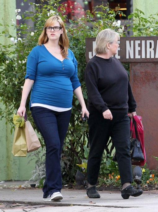 Exclusive... Pregnant Sara Rue Spends The Day With Family