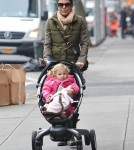 Bethenny Frankel Out Walking Daughter Bryn In New York