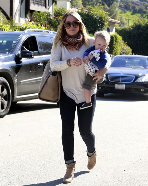 Hilary Duff Takes Her Little Boy To A Friend S House