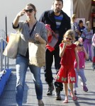 Ben Affleck & Jennifer Garner Take Their Daughters Ice Skating