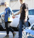 Kristen Bell Shows Off Wrist Injury and Growing Baby Bump