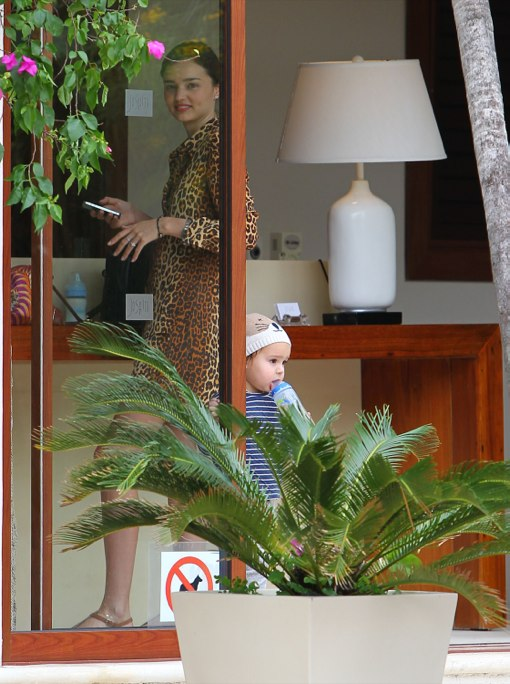 Exclusive... Miranda Kerr & Flynn Enjoy A Day On The Beach