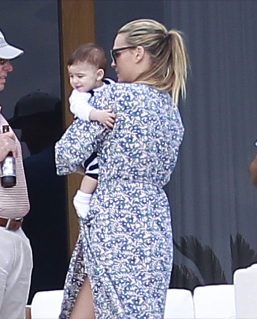 Molly Sims & Family Relaxing In Cabo