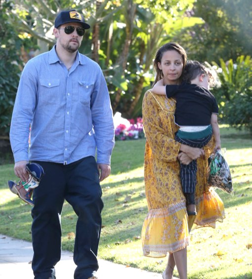 Exclusive... Joel Madden Brings Sparrow To See Nicole At The Beverly Hills Hotel