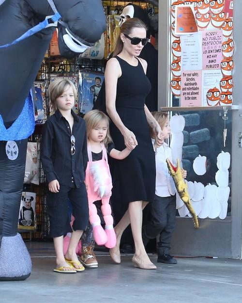 angelina jolie and brad pitts kids jealous of sister