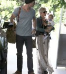 Chris Hemsworth And Family At A Hotel In Santa Monica