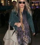 Exclusive... Pregnant Fergie Touches Down In Paris