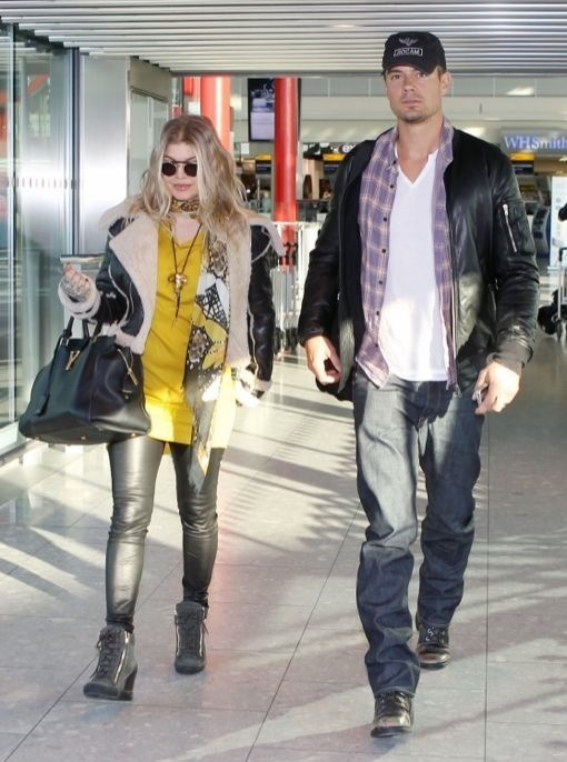 A Newly Pregnant Fergie Touches Down In London