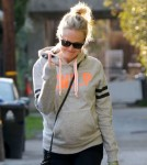 Exclusive... Malin Akerman Shows Love For Paparazzi