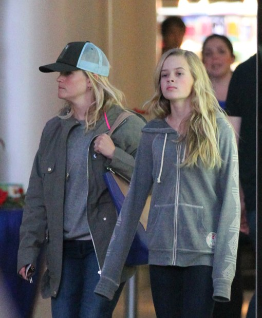 Reese Witherspoon & Ava: Look-A-Like Shoppers