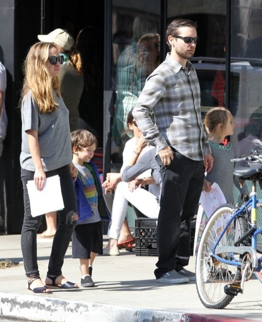 Tobey Maguire & Family Have Sunday Brunch
