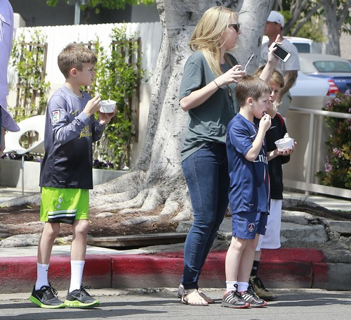 David Beckham's Sons, Romeo & Cruz Beckham Enjoy Some Frozen Yogurt