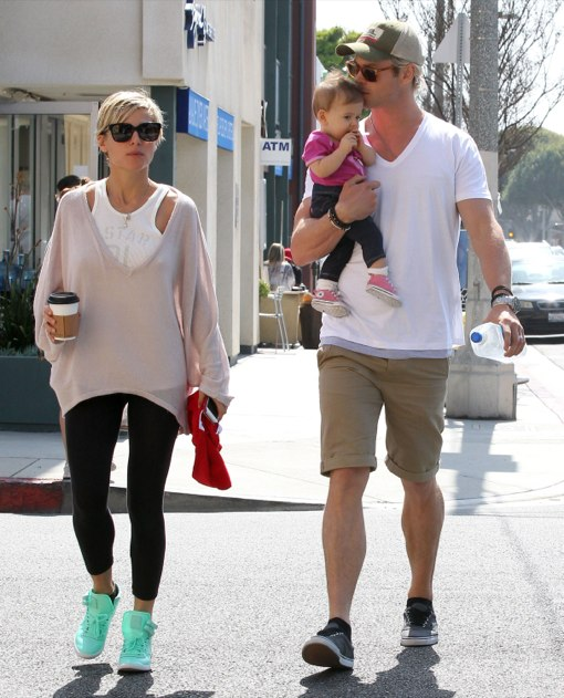 Chris Hemsworth & Family Out For Breakfast In Venice