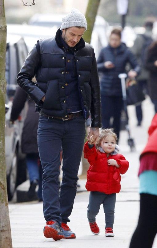 Cute Daddy Alert: David Beckham & Harper Take London Stroll