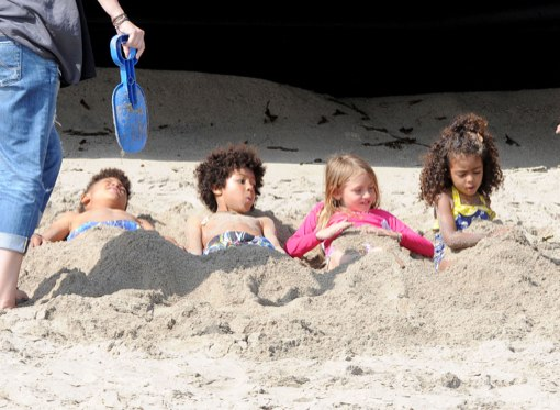 Heidi Klum Takes Her Kids To The Beach