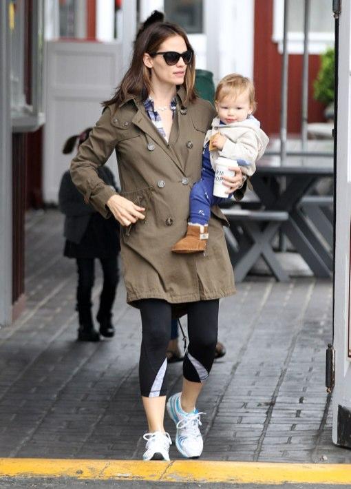 Jennifer Garner: Morning Breakfast With Her Babies