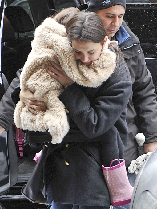 Katie Holmes Struggles To Carry Suri on a Snowy Day