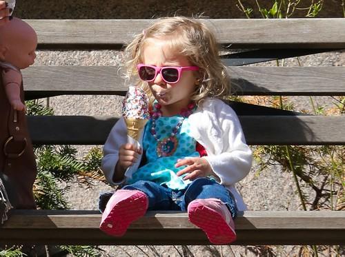 Bethenny Frankel & Daughter Bryn Enjoy An Ice Cream Break