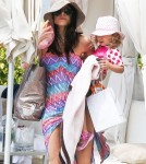 Bethenny Frankel Hangs At The Pool With Her Daughter