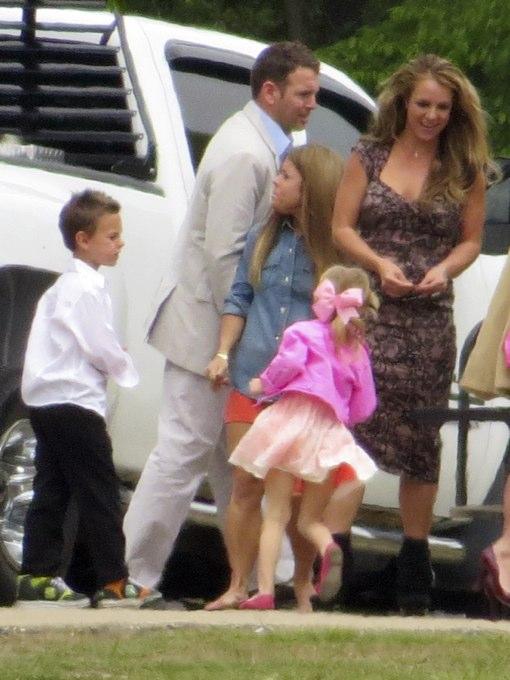 Jessica Simpson: Easter Sunday Family Stroll
