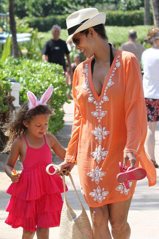 Halle Berry & Nahla: Maui Easter Egg Hunt